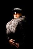 Mujer atractiva con el furr y las gafas de sol Imágenes de archivo libres de regalías
