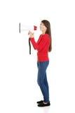 Mujer atractiva con el megáfono Fotografía de archivo