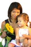 Mujer atractiva con el niño fotografía de archivo libre de regalías