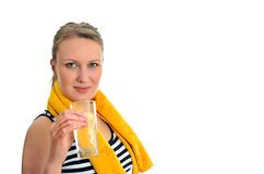 Mujer atractiva con el vidrio de agua Foto de archivo libre de regalías