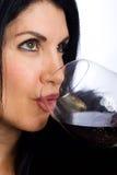 Mujer atractiva con el vino Fotos de archivo