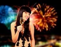 Mujer atractiva con glas del champán Imagen de archivo libre de regalías
