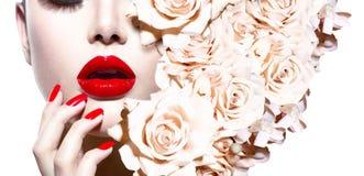 Mujer atractiva con las flores Imagenes de archivo