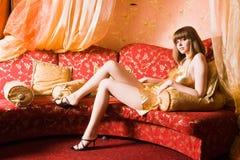 Mujer atractiva con las piernas largas imágenes de archivo libres de regalías