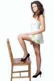Mujer atractiva con las piernas largas fotos de archivo libres de regalías