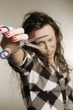 Mujer atractiva con las tijeras imagen de archivo libre de regalías