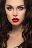 Mujer atractiva con los labios rojos imágenes de archivo libres de regalías