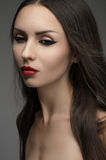 Mujer atractiva con los labios rojos en estudio Foto de archivo libre de regalías