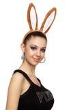 Mujer atractiva con los oídos del conejito Imagen de archivo