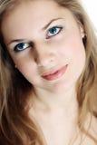 Mujer atractiva con los ojos hermosos Foto de archivo libre de regalías