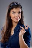 Mujer atractiva con mirada que pregunta Imagen de archivo libre de regalías