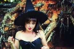Mujer atractiva de la bruja que lame los labios Fotos de archivo