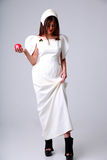 Mujer atractiva de la moda en el vestido blanco Fotos de archivo libres de regalías