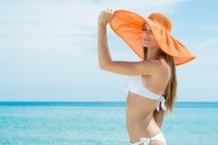 Mujer atractiva en bikini Imágenes de archivo libres de regalías