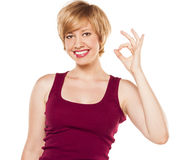 Mujer atractiva en camiseta roja Fotos de archivo libres de regalías