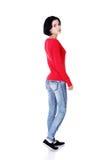 Mujer atractiva en camiseta roja. Vista lateral. Imagenes de archivo