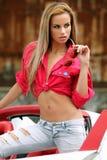 Mujer atractiva en coche de deportes Foto de archivo libre de regalías
