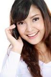 Mujer atractiva en el teléfono Fotos de archivo