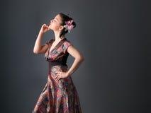 Mujer atractiva en estudio Aislado en blanco foto de archivo libre de regalías