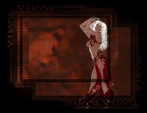 Mujer atractiva en fondo de cristal rojo Imagen de archivo