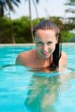 Mujer atractiva en la piscina Imágenes de archivo libres de regalías
