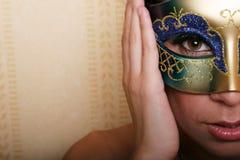 Mujer atractiva en máscara fotografía de archivo