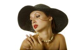 Mujer atractiva en sombrero Fotos de archivo