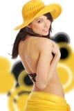 Mujer atractiva en sombrero y bikiní. parte posterior del extracto del remolino imagen de archivo