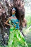 Mujer atractiva en telas Imagen de archivo libre de regalías
