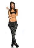 Mujer atractiva en un sujetador negro y pantalones largos Fotografía de archivo libre de regalías