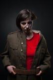 Mujer atractiva en uniforme militar Fotos de archivo libres de regalías