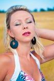 Mujer atractiva hermosa Imágenes de archivo libres de regalías
