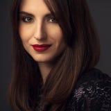 Mujer atractiva hermosa Fotos de archivo