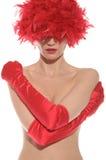Mujer atractiva hermosa con las tetas al aire y en guantes rojos Fotografía de archivo libre de regalías