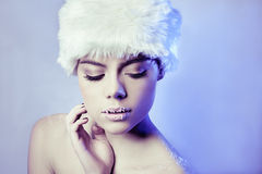 Mujer atractiva hermosa del invierno Imagen de archivo