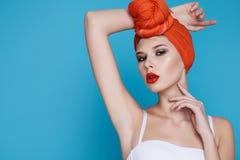 Mujer atractiva hermosa en maquillaje perfecto de la forma del cuerpo de la ropa interior Fotografía de archivo libre de regalías