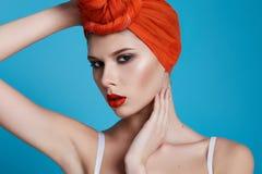 Mujer atractiva hermosa en maquillaje perfecto de la forma del cuerpo de la ropa interior Imagenes de archivo