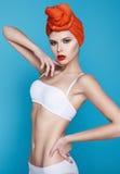Mujer atractiva hermosa en maquillaje perfecto de la forma del cuerpo de la ropa interior Fotos de archivo libres de regalías