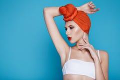 Mujer atractiva hermosa en maquillaje perfecto de la forma del cuerpo de la ropa interior Foto de archivo libre de regalías