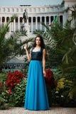 Mujer atractiva hermosa en vestido de noche elegante Fotografía de archivo