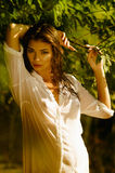 Mujer atractiva joven Foto de archivo