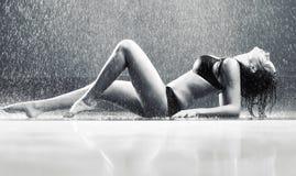 Mujer atractiva joven Foto de archivo libre de regalías
