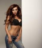 Mujer atractiva joven atractiva Imagen de archivo