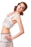 Mujer atractiva joven con el vestido blanco Fotos de archivo libres de regalías