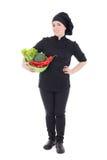 Mujer atractiva joven del cocinero en uniforme del negro con la ISO de las verduras Imagen de archivo