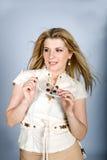 Mujer atractiva joven del verano con los vidrios cobardes Imagen de archivo