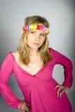 Mujer atractiva joven del verano con los vidrios cobardes Fotografía de archivo