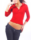 Mujer atractiva joven en chemise rojo fotos de archivo