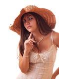 Mujer atractiva joven en el sombrero de la vendimia aislado Imágenes de archivo libres de regalías