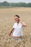 Mujer atractiva joven en el teléfono Fotos de archivo libres de regalías